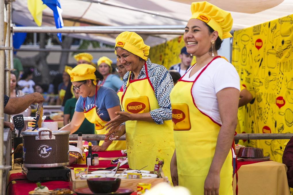 Los concursantes cocinaban en vivo desde el Parque Central de Tegucigalpa.