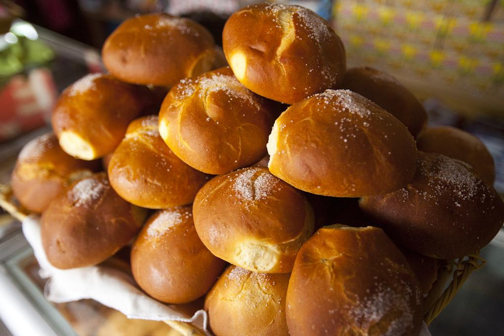 Pan de yema recién horneado.