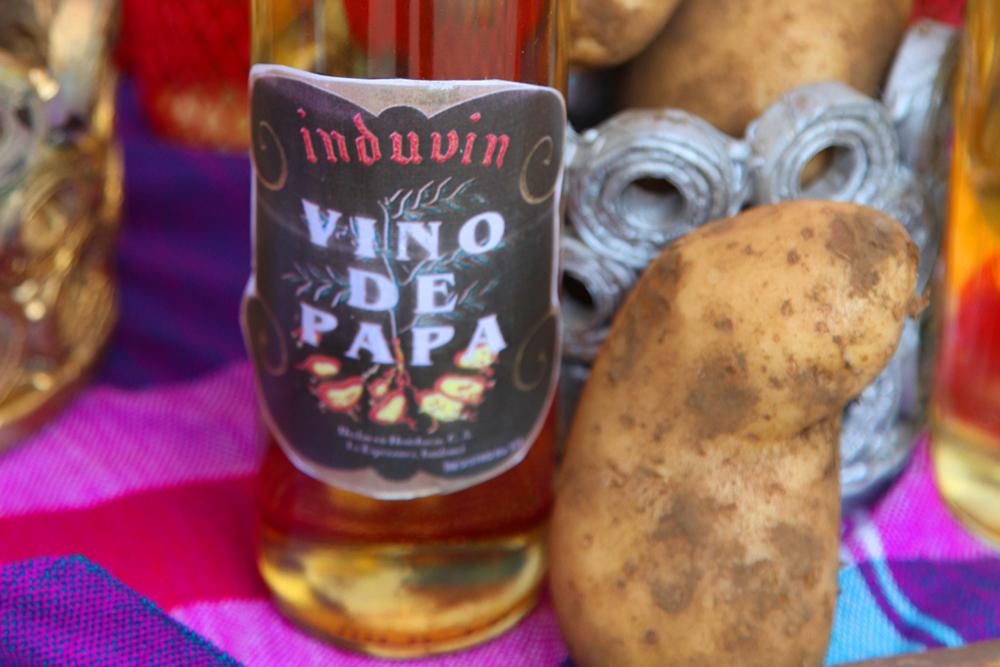 Tradicional vino elaborado de papa.