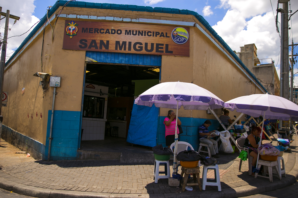 Famoso Mercado San Miguel, donde encontrarás una variedad de platillos.