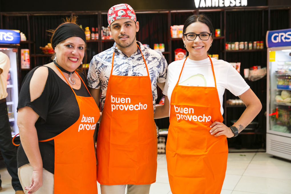 Gisela Rivera, Ricardo Bulnes y Stephany Barahona.