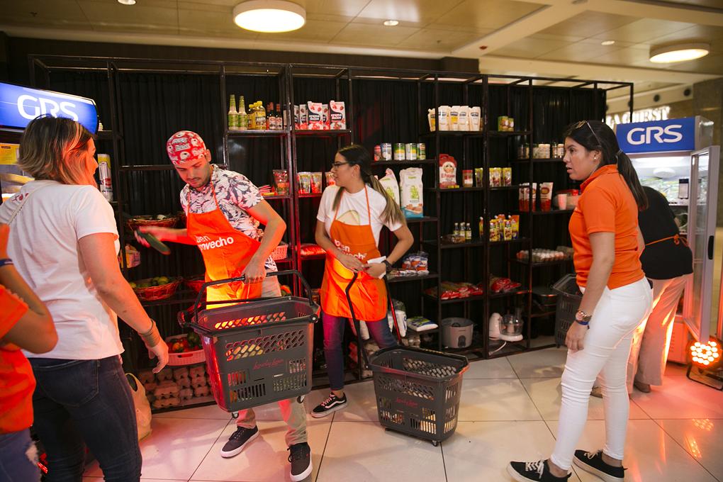 Momento en el que los concursantes tenían 1 minuto para tomar los ingredientes.