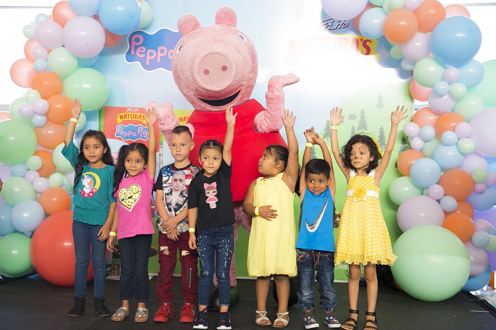 los niños disfrutaron de su personaje favorito Peppa Pig.