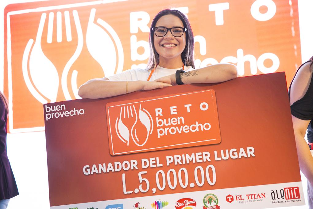Stephany Barahona ganadora del primer lugar del Reto Buen Provecho.